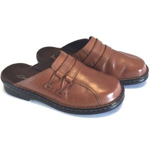 Clarks Brown Leather Clogs Mules size 8 Wide